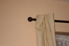 Round curtain pole