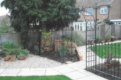 Garden railing with arch